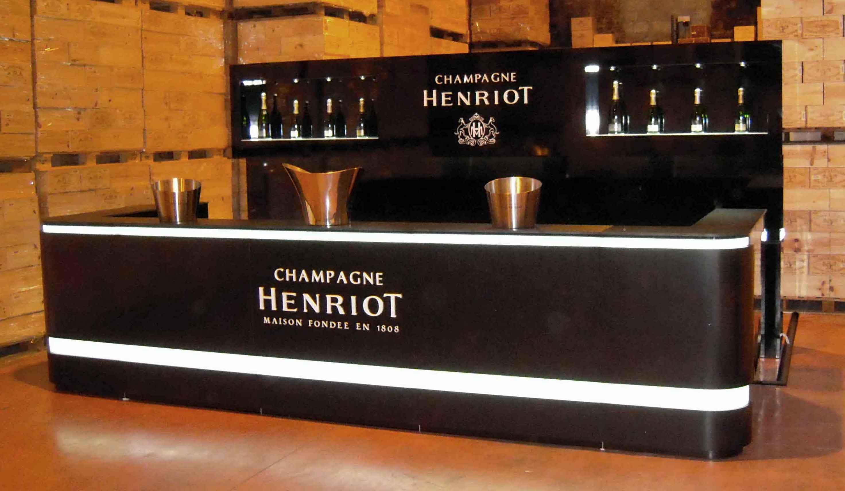 Fabrication d'un bar sur-mesure pour le Champage Henriot