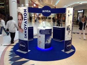 stand Nivea pour opérations commerciales itinérantes