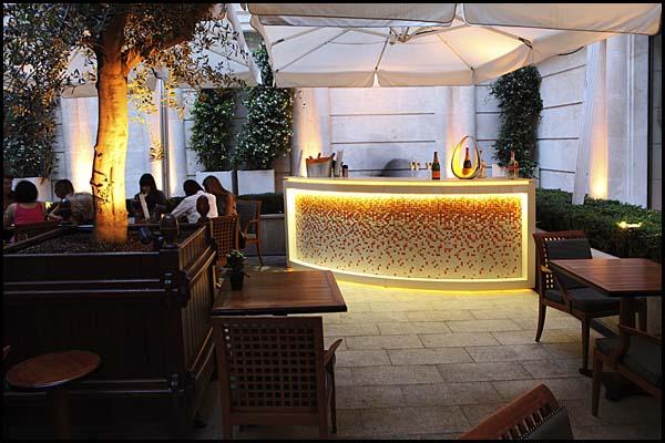 Bars De La Terrasse Du Park Hyatt Paris Vend 244 Me Stand