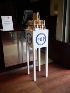 fabrication d'un petit mobilier de présentation de bouteilles plv